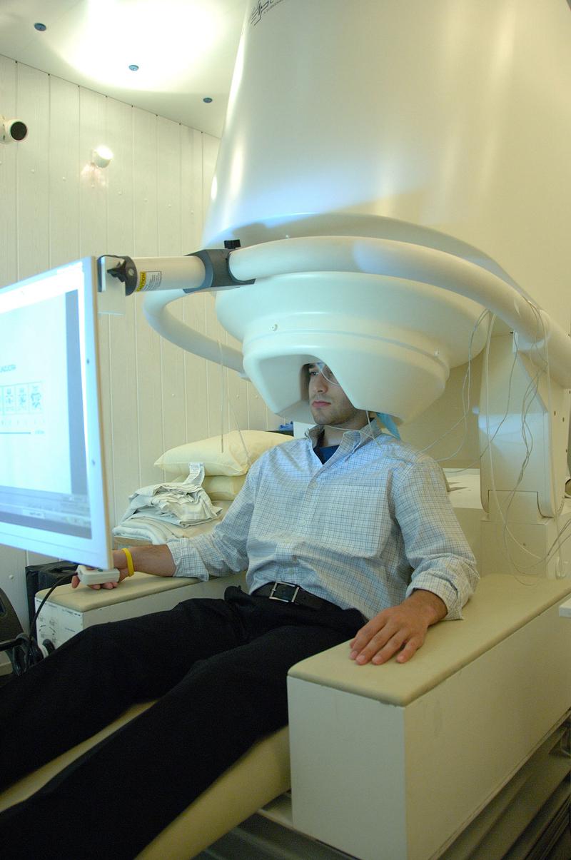 عکس برداری از مغز انسان با دستگاه MEG